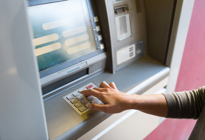 """Zet geldautomaten in supermarkten"""