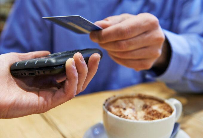 Bijna helft betalingen contactloos